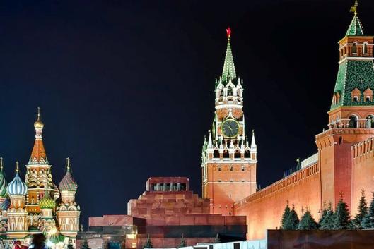 Вдоль древних стен Кремля